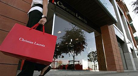 Christian Lacroix перестанет производить дизайнерскую одежду. Фото: AFP