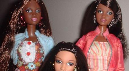 Темнокожие куклы от Mattel вызывают нарекания. Фото: racialicious.com