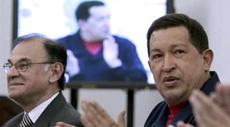 Уго Чавес аплодирует Уго Чавесу. Фото: AFP