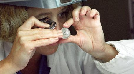 Россия с 1 января 2010 года снижает ввозные пошлины на алмазы. Фото: РИА Новости