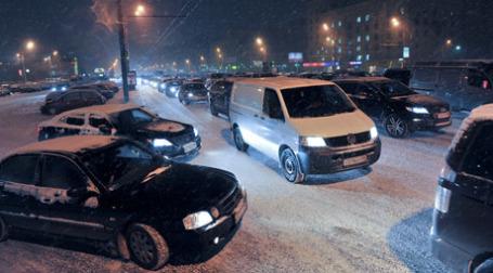 Движение на дорогах парализовало город. Фото: Митя Алешковский/BFM.ru