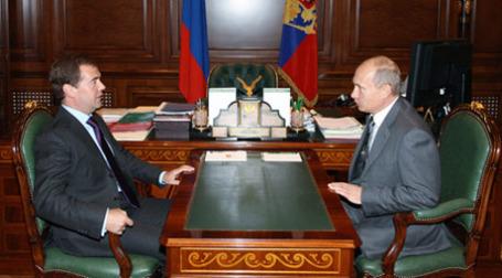 Дмитрий Медведев и Владимир Путин по-разному смотрят на необходимость госкорпораций. Фото: РИА Новости