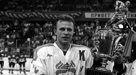 Вячеслав Фетисов с Кубком «Спартака», 1995 год. Фото: РИА Новости