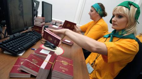 Новые загранпаспорта будут действительны в течение 10 лет. Фото: РИА Новости