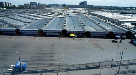 Вид сверху на Черкизовский рынок снятый 30 июня 2009, когда работа рынка была остановлена по причине нарушений санитарных норм. Фото: РИА Новости