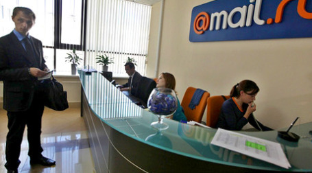 Поисковая система портала Mail.Ru с января 2010 года будет использовать поисковые технологии Google. Фото: РИА Новости