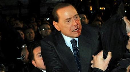 Премьер Берлускони слепо доверял своим телохранителям. Они его не уберегли. Фото: AFP