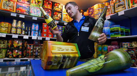 Купить фейерверк теперь смогут только взрослые и по специальной лицензии. Фото: РИА Новости