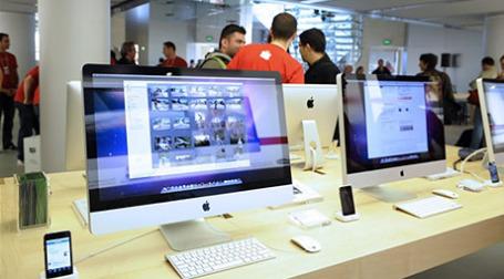 В Москве сегодня открылся первый в России Apple Shop. Фото: AFP