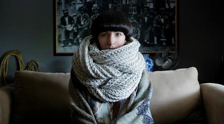 Йоко Джебран начала продавать связанные ею шарфы меньше года назад. Фото: Yokoo.etsy.com