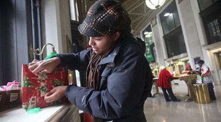 Ненужные подарки составляют 18%. Фото: AFP