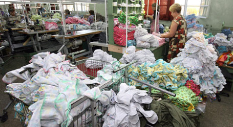 Купленного на аукционе трикотажа должно хватить и детям, и внукам. Фото: РИА Новости