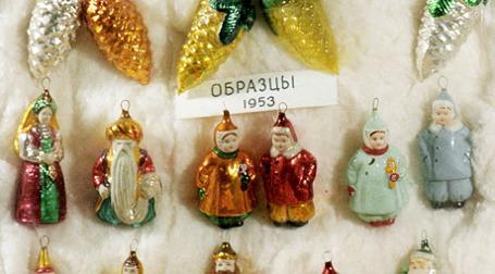 У коллекционеров, даже иностранных, популярны елочные украшения советских времен. Фото: РИА Новости