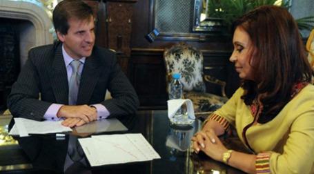 Президент Аргентины Кристина Фернандес Киршнер уволила главного банкира страны Мартина Редрадо. На следующий день по распоряжению суда он был восстановлен в должности. Фото: AFP