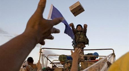 Гуманитарная помощь для гаитян есть, но с ее распределением большие проблемы. Фото: AFP