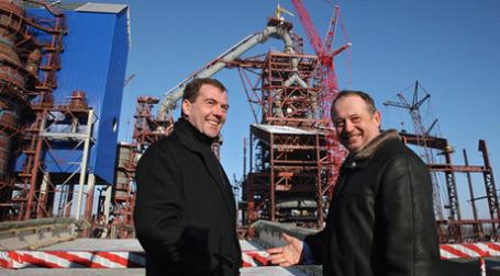 Дмитрий Медведев посетил НЛМК, где его гидом выступил председатель совета директоров компании Владимир Лисин. Фото: РИА Новости