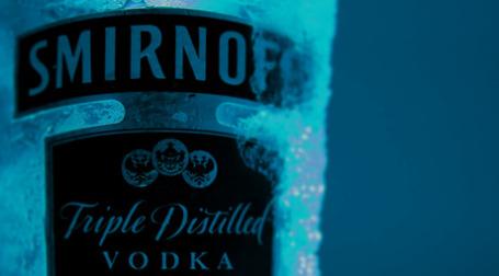 Diageo, владеющий брендом Smirnoff, обратилась в Верховный суд Англии, указывая на то, что компания Intercontinental Brands производит 22-градусный спиртной напиток под маркой Vodkat. Фото: Marcos Dornbusch Lobo/flickr.com
