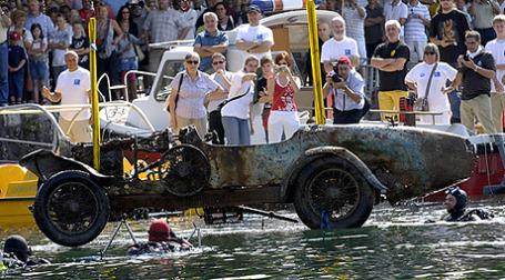 В Париже с аукциона намерены продать Bugatti 1925 года, который выудили со дна швейцарского озера. Фото: hooniverse.com