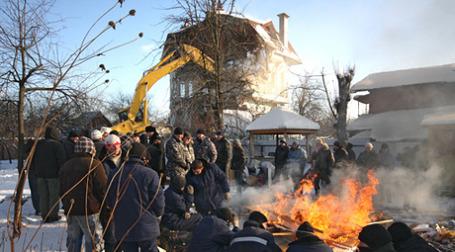 В поселке «Речник» на западе Москвы в четверг снесли первый дом. Фото: РИА Новости