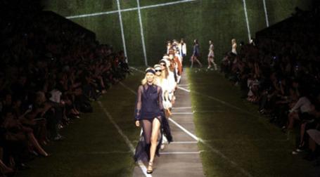Власти Франции хотят, чтобы Париж оставался мировой столицей моды. Фото: AFP