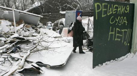 Жители поселка «Речник», а также еще двух снесенных поселков, намерены через суд взыскать с мэра Москвы Юрия Лужкова, а также с членов его семьи компенсацию в размере 100 млрд руб. Фото: РИА Новости