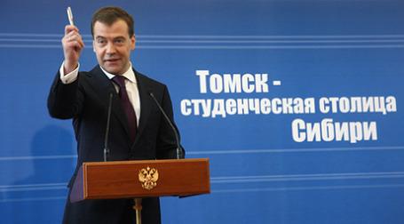 Президент Дмитрий Медведев в Томске призвал призвал наших олимпийцев к корректному поведению, а иностранных арбитров  — к объективному судейству. Фото: РИА Новости