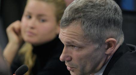 Анастасия Александрина (сестра погибшей О.Александриной) и адвокат Игорь Трунов на пресс-конференции. Фото: РИА Новости