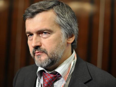 Рубль с точки зрения экономики не должен укрепляться так сильно, такое мнение высказал Андрей Клепач. Фото: BFM.ru