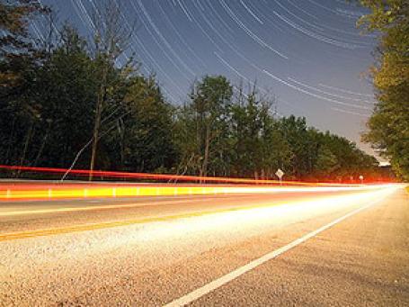 Платные участки автомобильной дороги должны стать дополнение к тем дорогам, которые продолжают строиться за счет госфинансирования. Фото: t3h_sw3d3/flickr.com