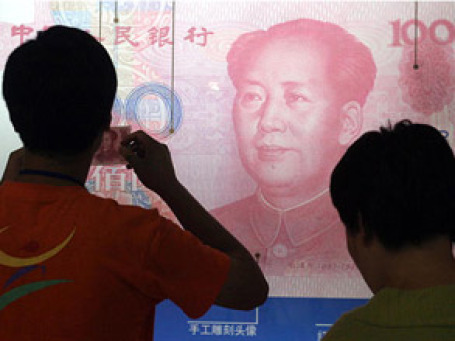 К 2025 году китайский юань может стать резервной валютой, на долю которой будет приходиться не менее пяти процентов глобальных золотовалютных запасов. Фото: AP