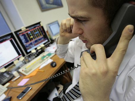 Подавляющее большинство россиян трудится по вечерам, а половина — по выходным. Фото: РИА Новости