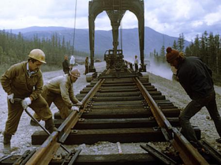 Укладка главного рельсового пути на участке Кодар-Куанда Байкало-Амурской магистрали в 1984 году. Фото: РИА Новости