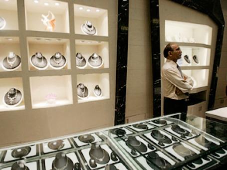 Торговать бриллиантами теперь удачнее получается у индийцев. Фото: AP