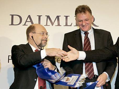 Слева направо представители Daimler: Эдгар Крокель, Андреас Реншир. Фото: РИА Новости
