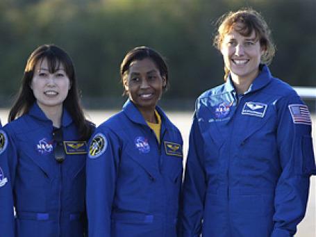 Дороти Меткалф-Линденбургер, Наоко Ямазаки и Стефани Уилсон полетят в космос, чтобы отметить 50-летие полета первой женщины-космонавта . Фото: AP