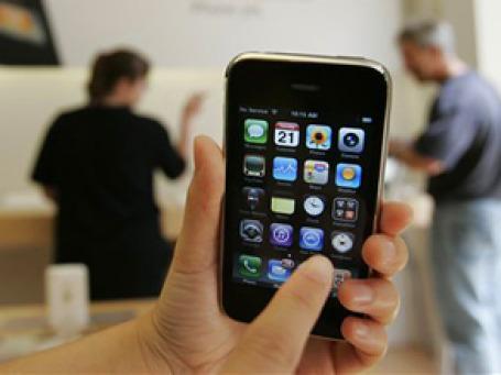 Главное отличие нового ПО — долгожданная многозадачность, отсутствие которой сильно разочаровывало владельцев iPhone. Фото: AP