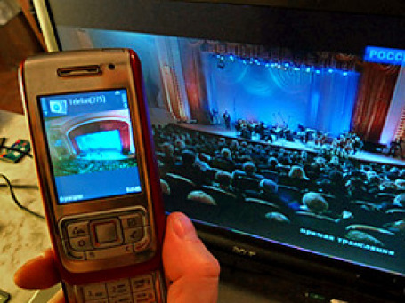 «Большая тройка» российских сотовых операторов запустила мобильное телевидение.  Фото: PhotoXPress