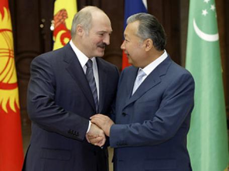 Президент Белоруссии Александр Лукашенко поддерживает свергнутого президента Киргизии Курманбека Бакиева Фото: РИА Новости