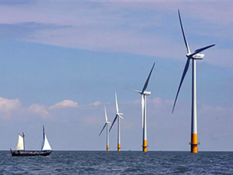 Великобритания уже построила больше морских ветростанций, чем все остальные страны. Фото: AP