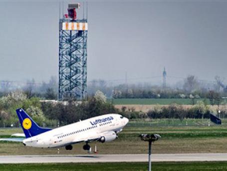 Возобновивший работу аэропорт Франкфурта-на-Майне удивляет прилетающих туда пассажиров необычной, даже по немецким меркам, пунктуальностью. Фото: AP