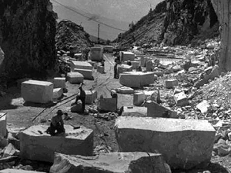 Каррара — крупнейшее в мире месторождение мрамора на севере Италии. Фото: AP