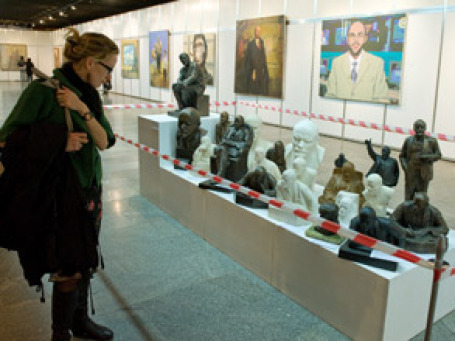 В Киеве проходит первая за 2 десятилетия выставка предметов личного обихода и одежды Ленина. Недовольны все: от коммунистов до националистов. Фото пресс-центра Украинского дома в Киеве