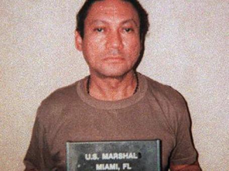Панамский генерал Мануэль Антонио Норьега, свергнутый и захваченный в плен в результате американской интервенции в эту центральноамериканскую страну в 1989 году. Фото: AP