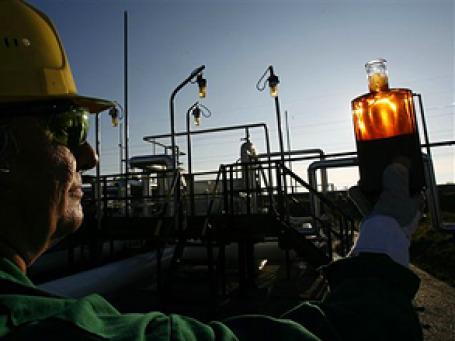 Экономика России слишком зависит от цен на энергоносители. Фото: AP