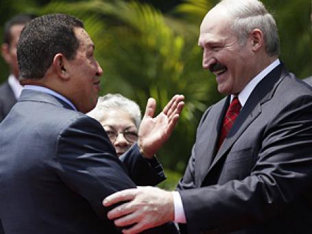 Президенту Белоруссии Александру Лукашенко нужен политический эффект от дружбы с венесуэльским коллегой Уго Чавесом. Фото: AP