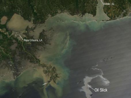 Нефтяное пятно распространяется по Мексиканскому заливу. Фото: nasa.gov
