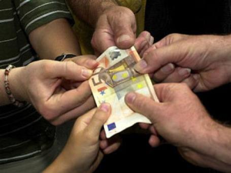 Инвесторы пока не поверили, что долговую проблему в еврозоне удастся решить. Фото: AP