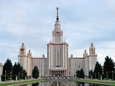 Главное здание МГУ им. Ломоносова. Фото: Alexanda Hulme/flickr.com