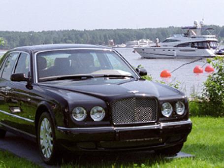 Такой автомобиль вполне можно посчитать «битым», и тогда он не попадет в разряд роскоши. Фото: РИА Новости