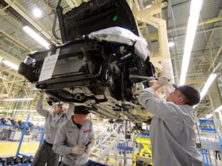 Российские автозаводы рисковали остановить конвейеры из-за закрытия нескольких таможенных постов. Фото: РИА Новости